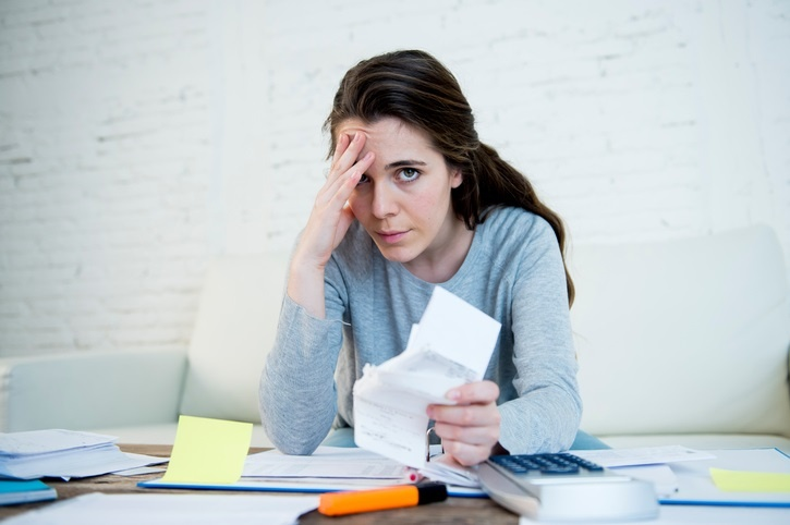 Can refinacing your student loans reduce your monthly expenses?
